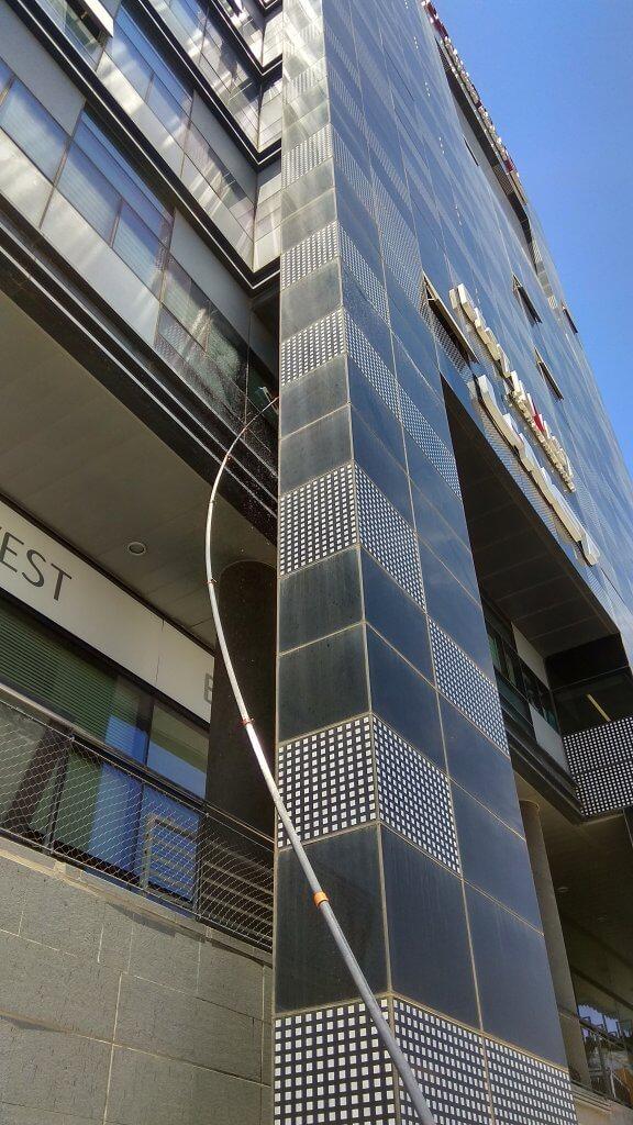 ניקוי חלונות בגובה - אוסמוזה הפוכה