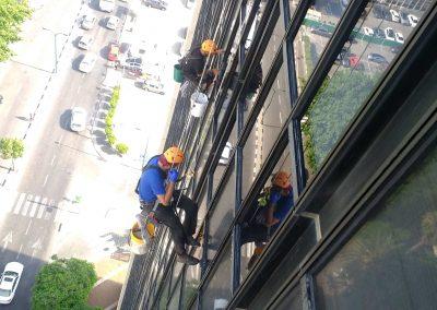 ניקוי חלונות חיצוניים בסנפלינג