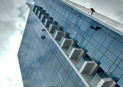 ניקוי חלונות בגובה - מרום צוק