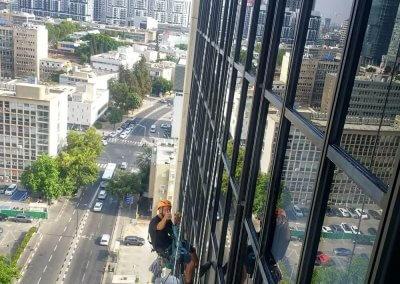 ניקוי חלונות בדירה גבוהה