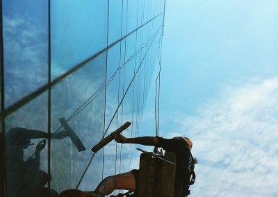 ניקוי חלונות גבוהים בסנפלינג