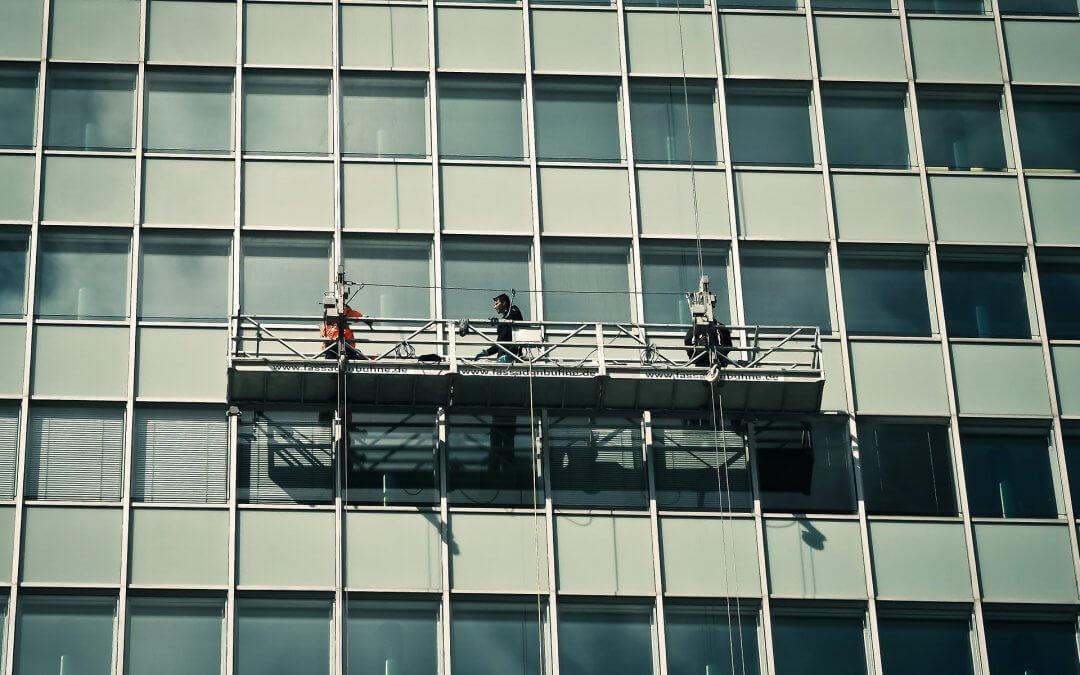 ניקוי חלונות לקראת החגים בבנייני מגורים ועסקים