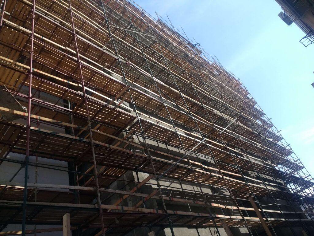 השכרת והתקנת פיגומים לבניין