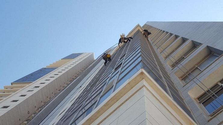 ניקוי חלונות בסנפלינג בגובה